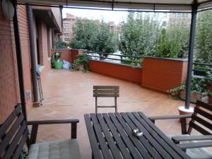 Profesionales de una inmobiliaria para alquilar seguro en Soria